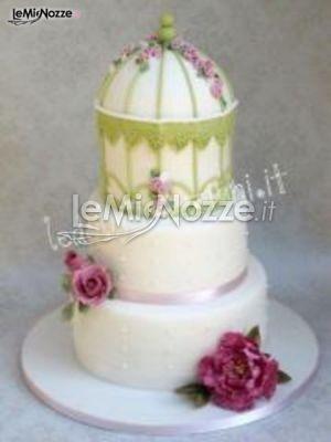 http://www.lemienozze.it/operatori-matrimonio/catering_e_torte_nuziali/le_dolci_creazioni/media/foto/16  Torta nuziale originale in bianco