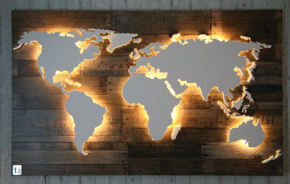 Kaart van de wereld in hout  effect  verlicht 128x78cm