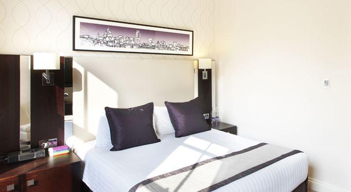 A Standard Queen Room at Rydges Kensington London.