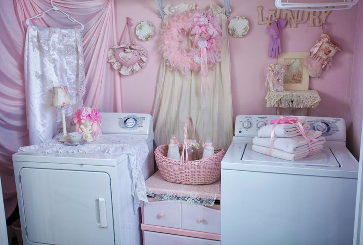 casa romantica shabby chic | Shabby Chic pink laundry room How nice to dress up a dull laundry room