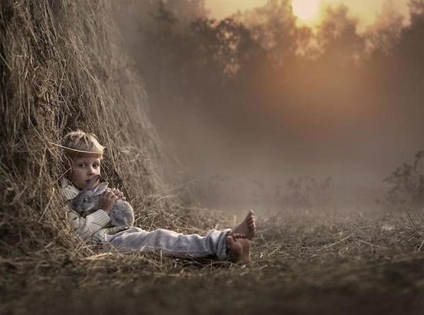 Heartwarming Pictures of Children and Animals on the Farm by Russian Photographer Elena Shumilova