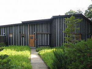 焼杉ハウス-藤森照信+川上恵一 Yakisugi House-Terunobu Fujimori+Keiichi Kawakami