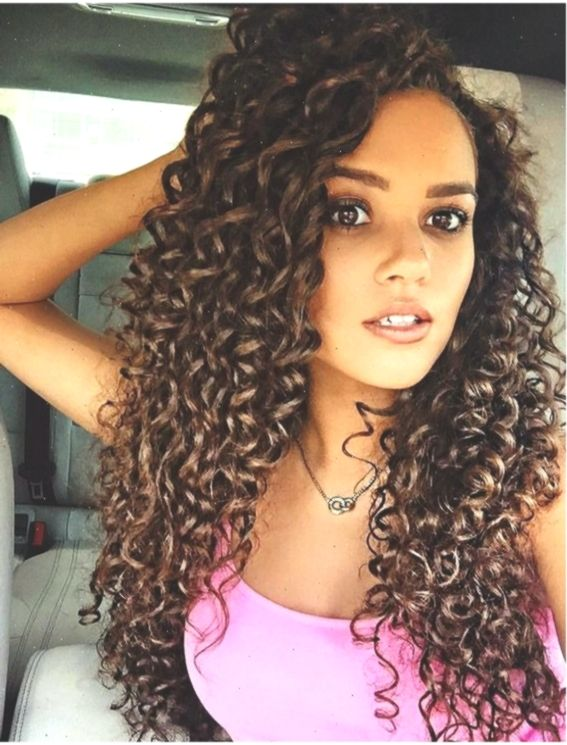 Elegant Curly Hairstyles For Long Hair In 2019 Lockigefrisuren Curly Elegant Elegantcurlyhairstyles Hai In 2020 Curly Hair Styles Long Curly Hair Long Hair Styles