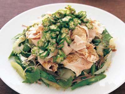 河村 みち子 さんの「野菜たっぷり豚しゃぶ 柚子こしょうだれ」。夏の定番おかず・冷しゃぶを、青とうがらしの辛みがきいた柚子こしょうだれでいただきます。 NHK「きょうの料理」で放送された料理レシピや献立が満載。