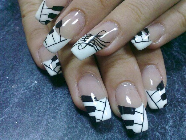 Piano and music note French tips