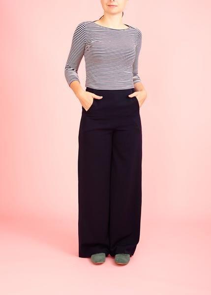 Mørkeblå bukser med høj talje og lommer