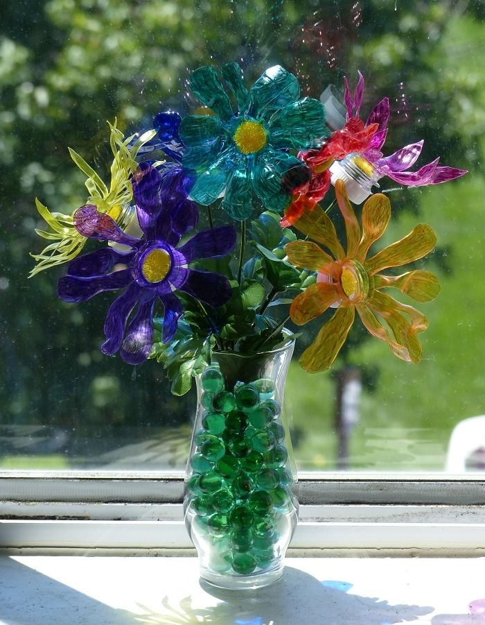 Plastic bottle crafts flowers