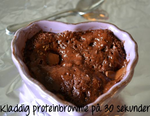 Sticky chocolate protein muffins in 30 seconds  1 port    1 scoop (30g) whey protein powder chocolate  1 heaped tsp cocoa  2/3 tsp baking powder  1/2 tbsp Stevia litter  1/2 cup water
