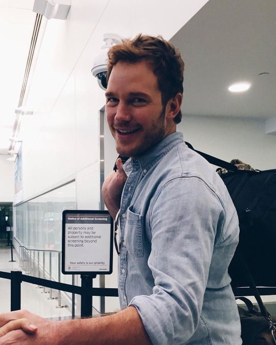 Chris Pratt just seems like the perfect family man and ugh he'd just treat me so right I'm so jealous of Anna faris