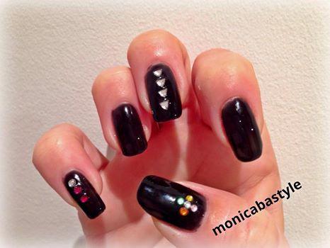 #uñas en negro con swarosky