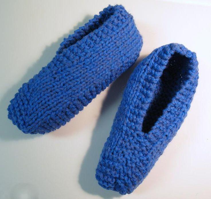 Voici un modèle facile à faire et qui se tricote rapidement. J'ai tricoté en fil double (avec 2 fils en même temps) mais ce n'est pas essentiel. Version imprimable / Print Version Fournitures: Phe…