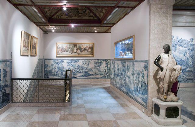 Lisboa | Casa-Museu / House-Museum Medeiros e Almeida | galeria de cima / upper gallery [© Inês Aguiar] #Azulejo #CasaMuseuMedeirosEAlmeida #AzulEBranco #BlueAndWhite #Barroco #Baroque
