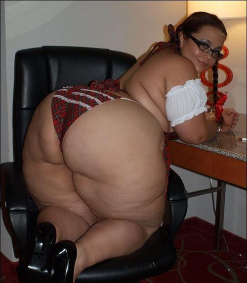 Big butt housewife fucks