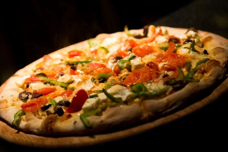 Pizza Greka! Όλες οι γεύσεις τις ελληνικής γης στην πιο λαχταριστή εκδοχή τους! #GreekPizza #Pizza #Nobell