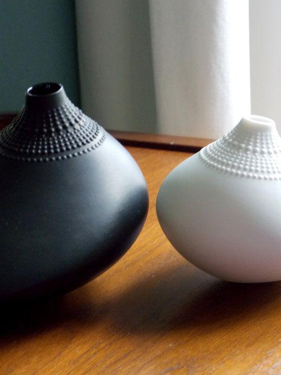 Rosenthal Wirkkala Pollo Vase Black Porcelain Mid by MidCenturyFLA