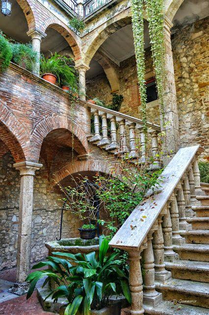 """Galleria Piziarte - Google+Ugo Di Giammarco ha condiviso per primo il post con Foto Passione (Fotografia di Paesaggio):   Ingresso Casa Natali """"Detta del Medico"""". Campli - Teramo Abruzzo -  Italy"""