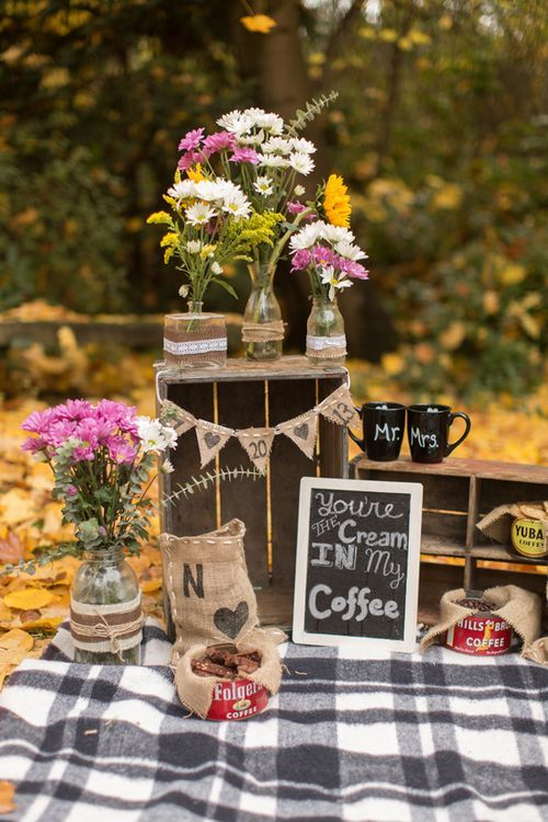 burlap + coffee = love Must remember this for my photographer. Loveeeee this set up
