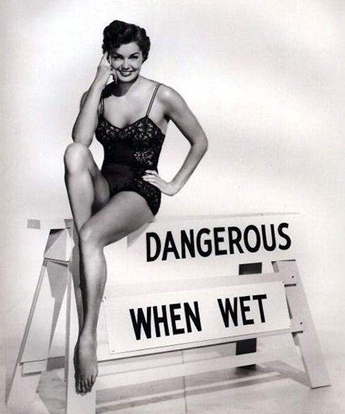 """Esther Williams, """"la sirena de Hollywood"""", antigua campeona de natación, demostró lo glamourosos que podían llegar a ser los trajes de baño"""
