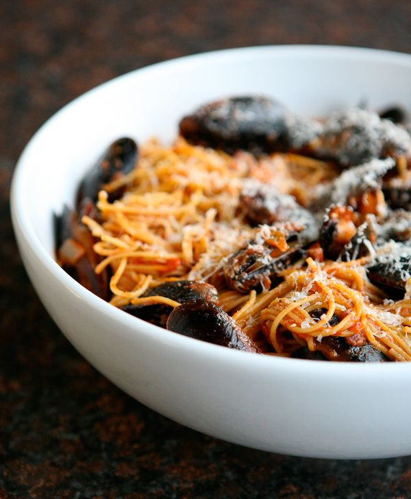 Spaghetti with Mussels and Red Wine Marinara Sauce from Eclectic Recipes. http://punchfork.com/recipe/Spaghetti-with-Mussels-and-Red-Wine-Marinara-Sauce-Eclectic-Recipes