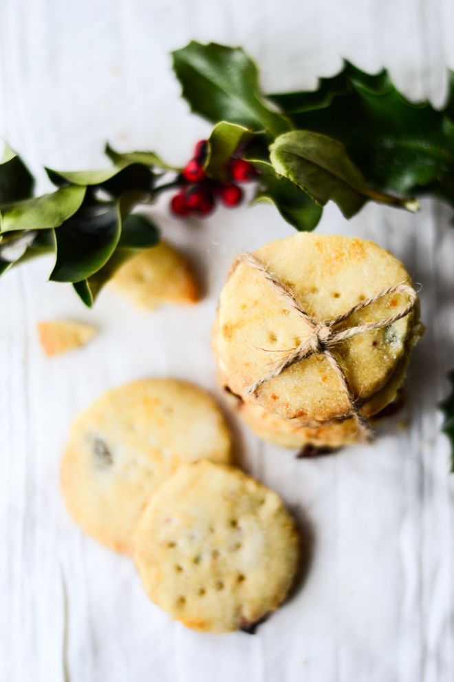 Shortbread with cranberries and clementine