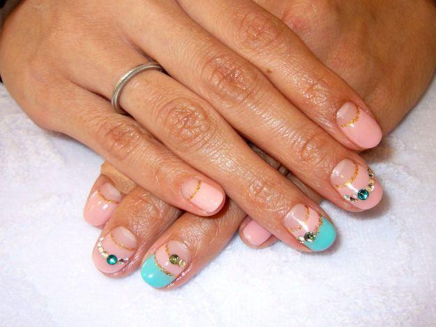 Голубо-розовый французский маникюр (френч) на коротких ногтях с блестками и стразами ::: onelady.ru ::: #nail #nails #nailart #manicure