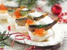 Сегодня мы решили вас порадовать праздничной подборкой закусок на Новый год 2016. И на этот раз мы будем готовить фаршированные яйца, рецепты мы собрали на любой вкус. Здесь есть и привычная нам начинка яиц из куриной печени или ветчины с сыром, есть для любителей рыбы начинка из лосося или со шпротами и крой, есть даже […]