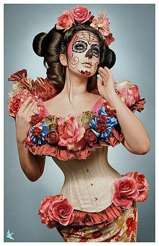 Fantastic Sugar Skull makeup.  Found at http://lipsticks-to-bottles.onsugar.com/Sugar-Skulls-14866005