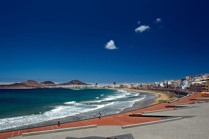 Las Canteras Beach of Las Palmas de Gran Canaria as seen from Alfredo Kraus Auditorium & Congress Hall.   Pic by Tato Gonçalves