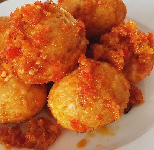 telor belado,telur balado,indonesische eieren in pikante saus,indische eieren,eieren bij rijsttafel,indische recepten,indonesische recepten,indisch koken,indonesisch koken