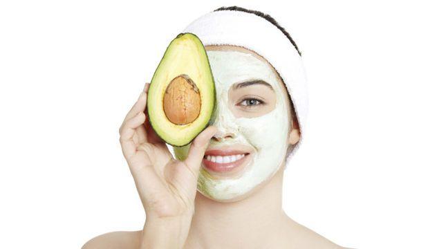 Reichhaltige Avocadomaske pflegt trockene Haut