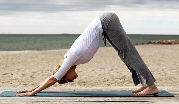 Du märker snabbt fördelarna med att börja dagen med djupa och lugna yogaövningar.