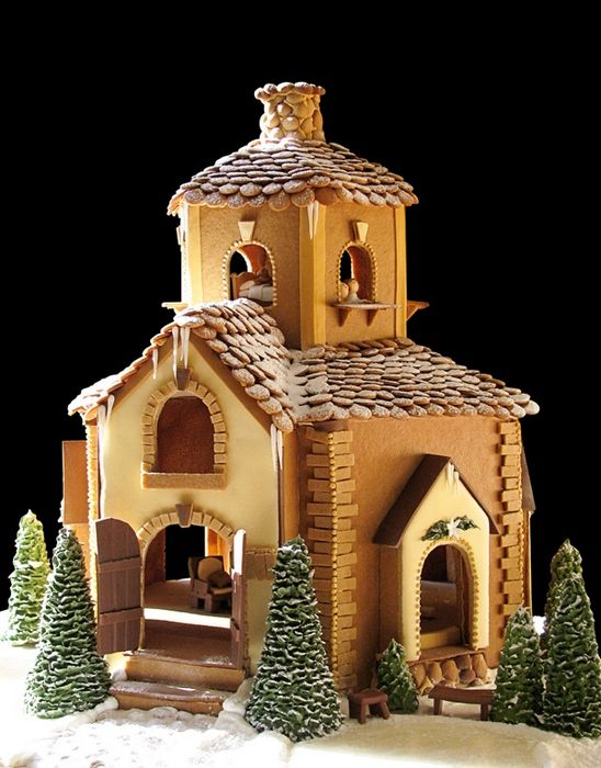 Catherine's Cakery - Cathedral style gingerbread house