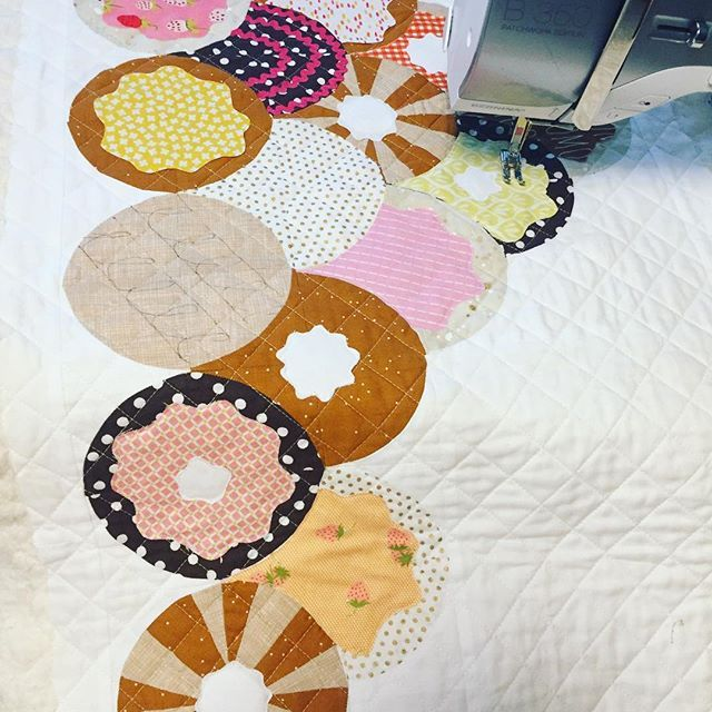 I'm starting to add some details to my donut table runner. 💕💛🍩💕☕️ Finding joy in a time of tension.....I voted, worked, cleaned, sewed and prepped dinner.  I'm hopeful, regardless of the outcome!!! 😘 . The pattern will be released soon by @sariellastudios ! 💗☕️🍩 . . #bakersdozenpattern #spetzieblocks #curvedpiecing #spetzierunner #threaddrawing #bernina #bernina350