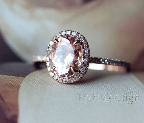 Este anillo ovalado de morganita: | 43 Deslumbrantes anillos de compromiso de oro rosa que te dejarán sin aliento