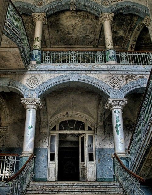 old and abandoned, yet so so beautiful! How can people let such beauty sit there?!
