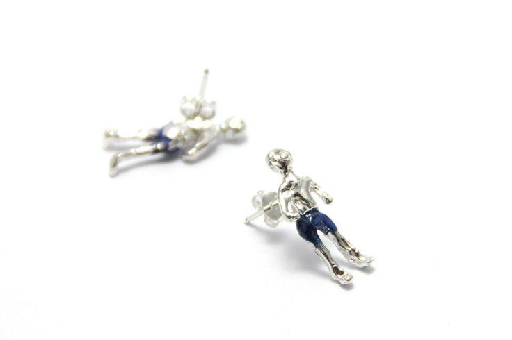silver people earrings de nataliasaldias en Etsy