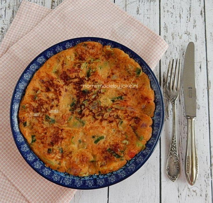 Hier kun je het recept vinden voor deze overheerlijke hartige pannenkoeken met chorizo, oude kaas, kruiden en roerbakgroentes.