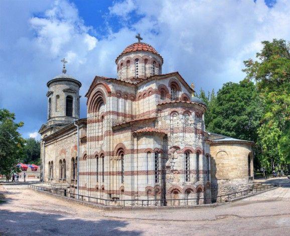 Самые старые здания в России: дольмены Кубани и Кавказа, храм Иоанна Предтечи, собор Святой Софии.757 г.н.э.