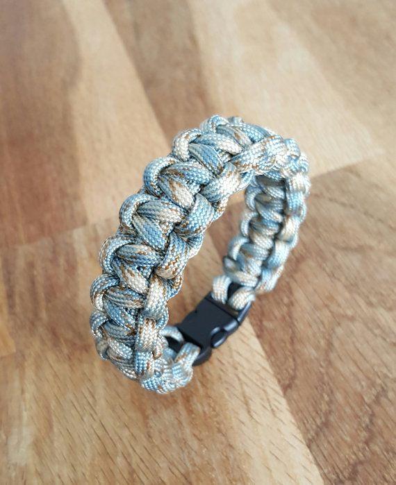 Bracelet Paracord colors beige and blue camo braiding cobra   survival  Bracelet   gift man   gift   accessory hiking   Cravates   Pinterest    Bracelets, ... 775364cdfab1