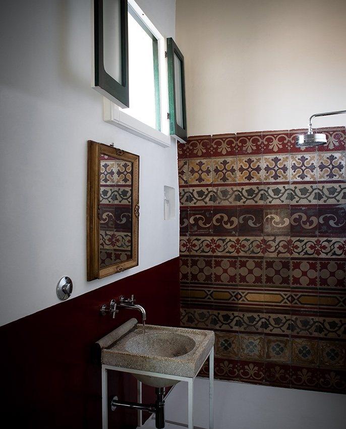 Casa Talia - Sicile, Italie - Salle de bain de la chambre AGAVE, et toujours les carreaux de ciment, véritable fil rouge de la déco de cet hotel de charme