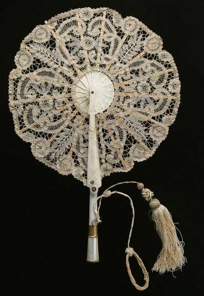 Lace fan, 1890s - from the municipality of Velsen, in the province of North Holland. © Het Geheugen van Nederland/Koninklijke , Bibliotheek Nationale bibliotheek van Nederland, 2003