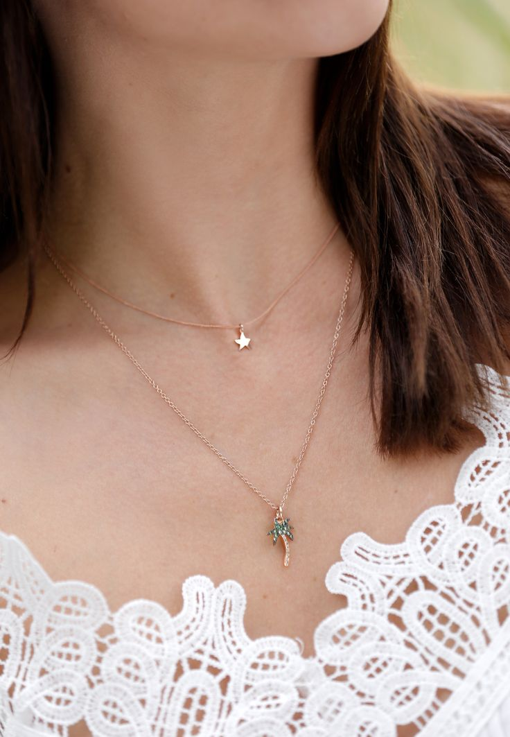 Let yourself get carried away by the magic of the Dodo rose gold Starfish charm and fly straight to Neverland.