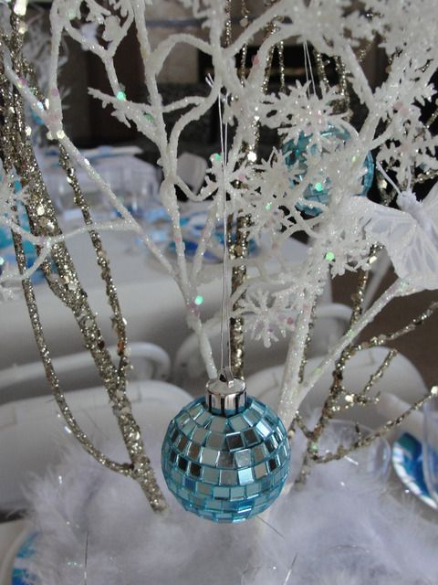 Beautiful winter centerpiece: Birthday Parties, Blue Christmas, Winter Wonderland, White Christmas, Parties Ideas, Christmas Decor, Wonderland Snowflakes, Princesses Parties, Blue And White