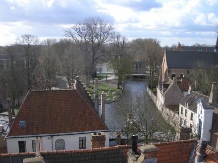 La ciudad de Brujas está llena de canales, por lo que se la conoce como la Venecia del norte