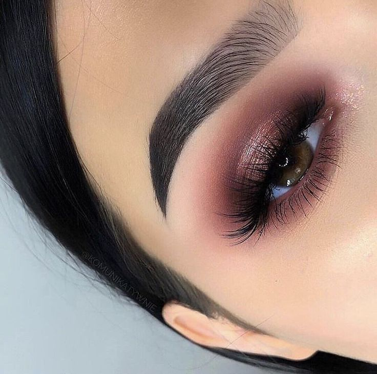 Smokey red brown eyeshadow