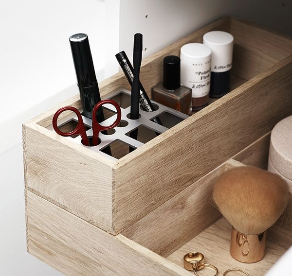 Solid oak trays for Dansani cabinets. The metal holder prevents your mascaras and eyeliners from sliding around each time the drawer is opened and closed.