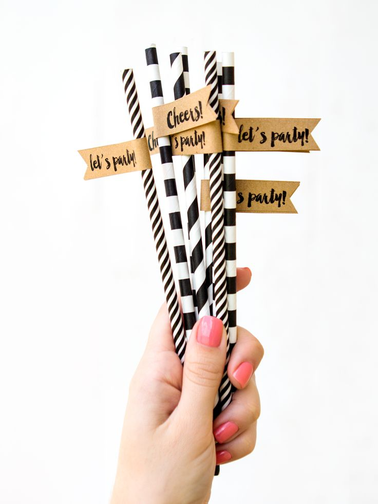 Learn how to create your own custom straws for your next party! Includes fee printable template for Word and Pages.