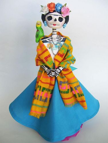 Frida Catrina de papel mache. Day of the dead. Dia de Los muertos.