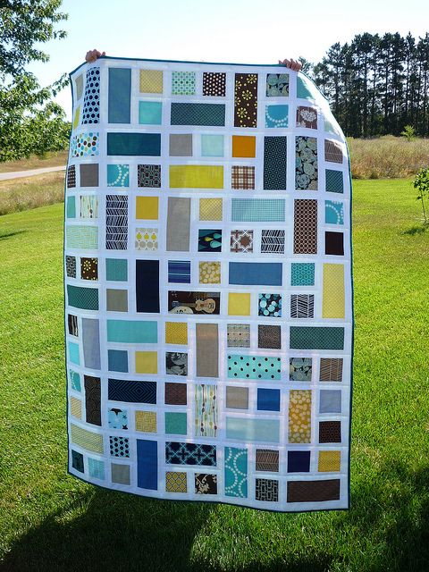rectangle and square quilt (free pattern found here: http://www.filminthefridge.com/2010/10/20/rectangle-squared-a-quilt-block-tutorial/ )