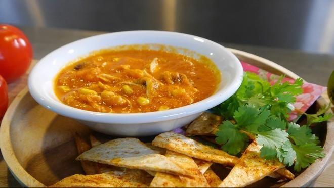 Zoete Spruiten | aanzet eruit. Dompel de tomaten 30 seconden in het kokende water, spoel ze af met koud water en trek de velletjes eraf. Snijd de tomaten in stukjes. Pel...